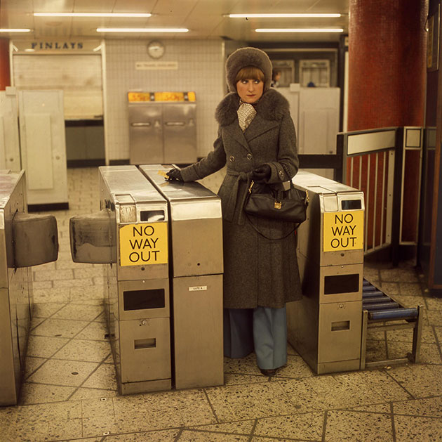 A-young-woman-using-AFC-gates-at-Oxford-Circus-station-1977