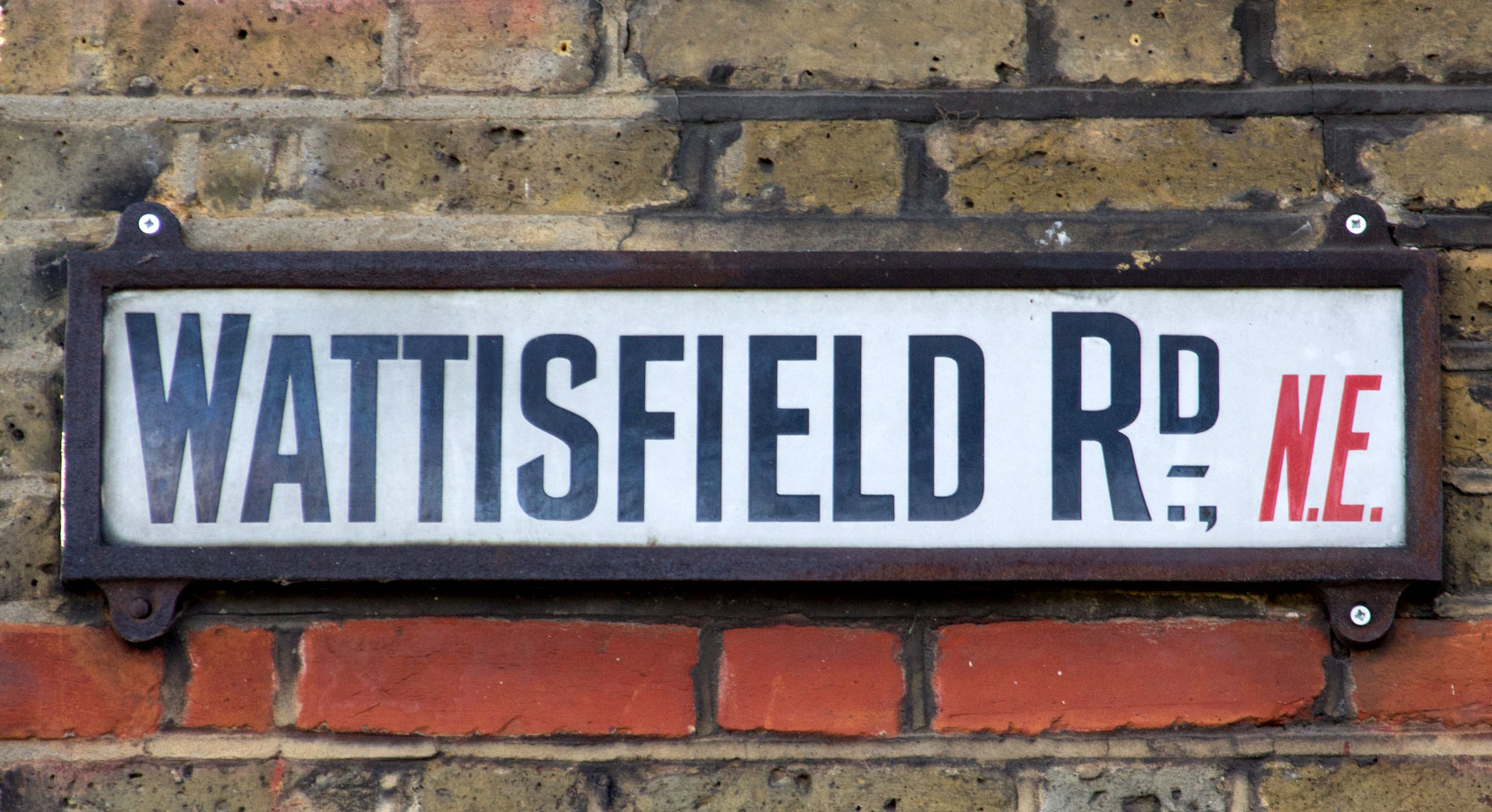 The sign below, from the abolished London postal district of N.E., has a  similar style, though slightly more condensed, with sharper terminals on  the S, ...